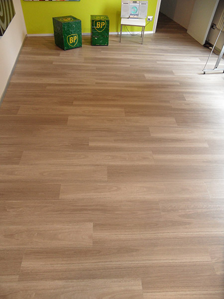 Pavimenti in pvc effetto legno per esterni tipo di for Piastrelle in pvc autoadesive