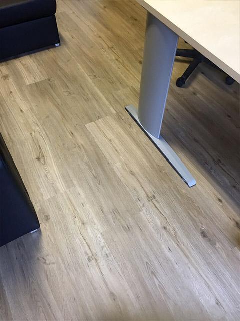 Pavimenti in pvc effetto legno awesome la qualit su for Pavimenti pvc ikea